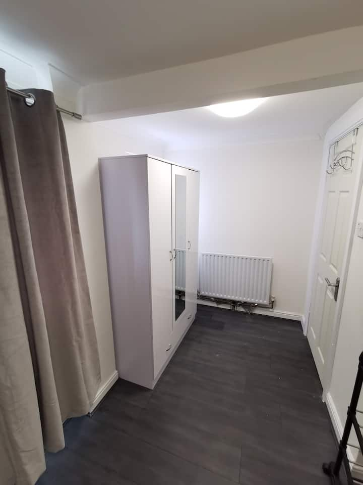 a new bedroom near to city centre and university