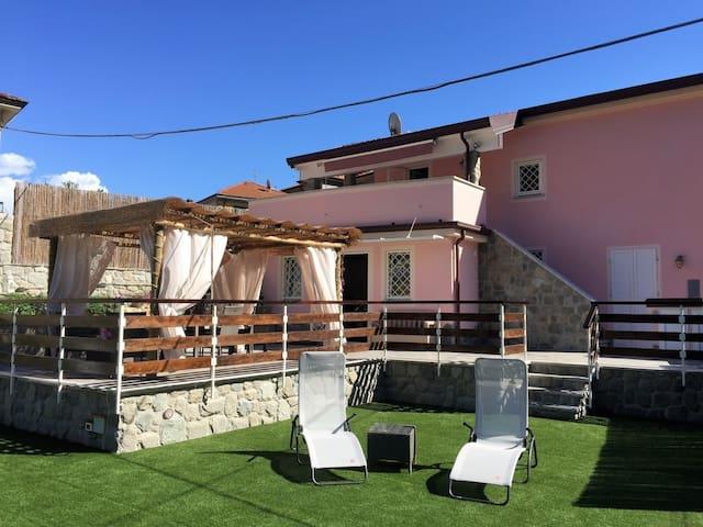 Double apartment in Villa with garden in Ameglia