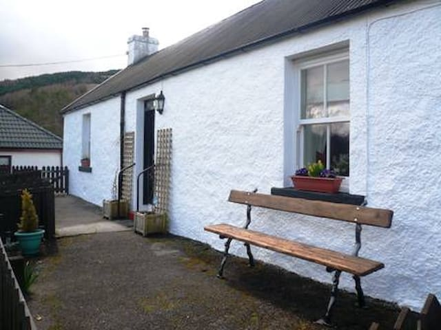 Cosy quaint cottage in stunning location. - Tyndrum - Bungalov