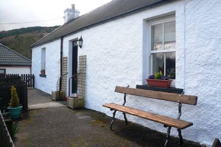 Cosy quaint cottage in stunning location. - Tyndrum
