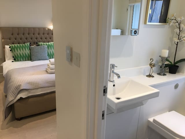 Room to stay in Cobham