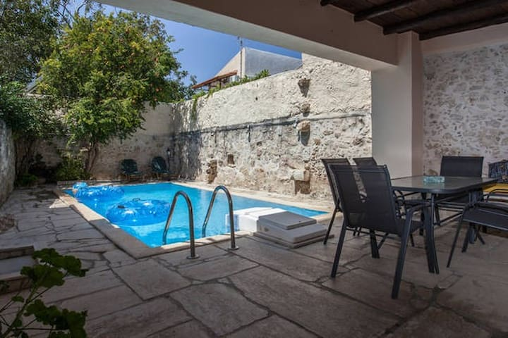 Prines Traditional Cretan Villa with Private pool*