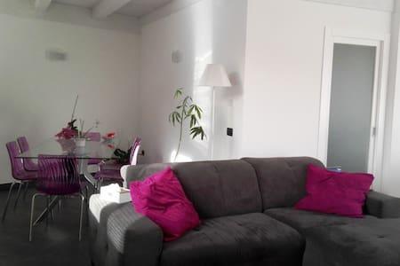 Cosy, modern, bright and spacious apartment - Assemini - Hus