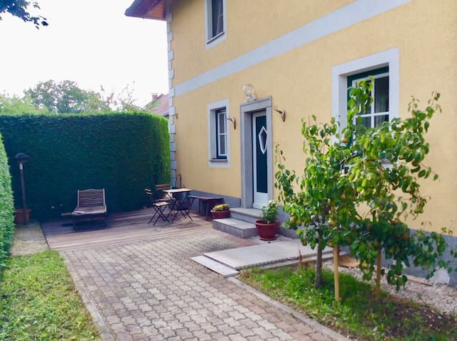 Business or Holiday  Flat 68m2 -Garten Wohnung