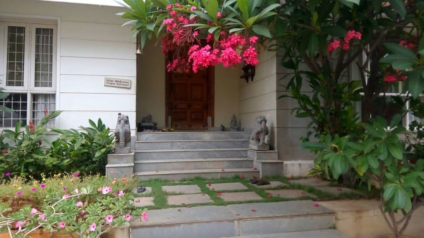 Cozy&home style stay!close to office n night life - Hyderabad - Bungalo