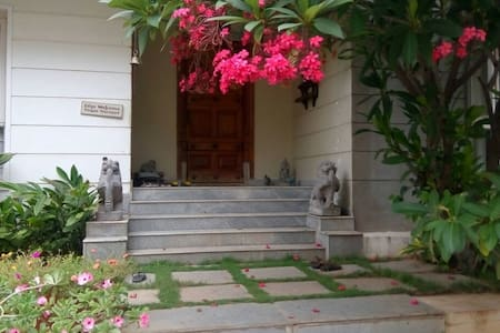 Cozy&home style stay!close to office n night life - Hyderabad - Bungaló