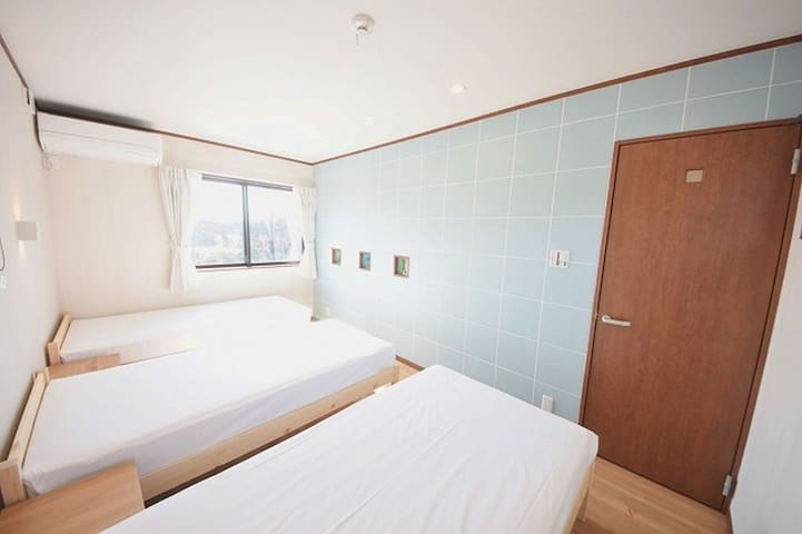 Approximately 30 minutes by car from Hakui Station · Wakura Onsen Station ★Cottage SAEZURI