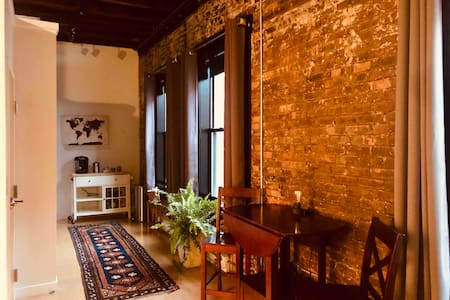 Beautiful Arts District Studio with Parking