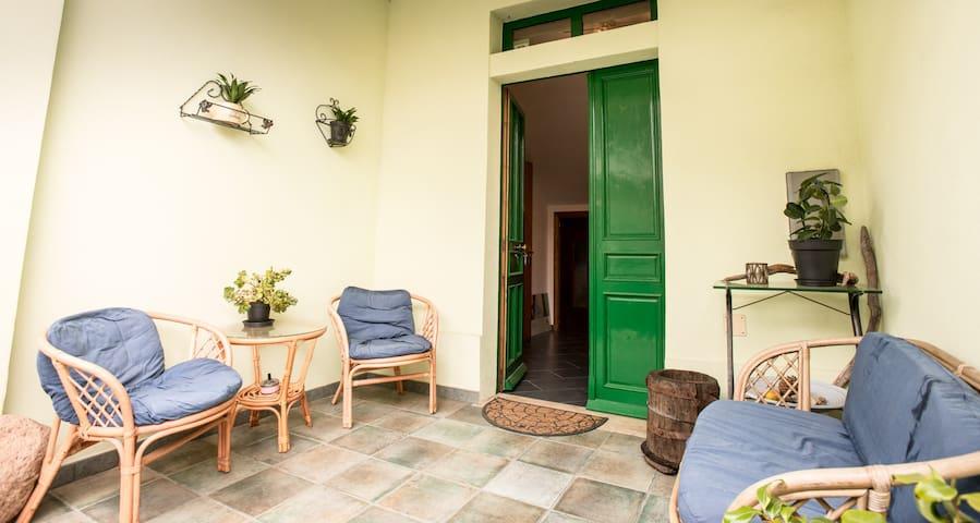 Lemon House, large double/triple room