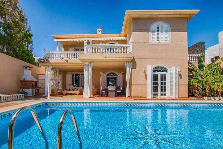 Villa La Concha | Front sea Heated Pool