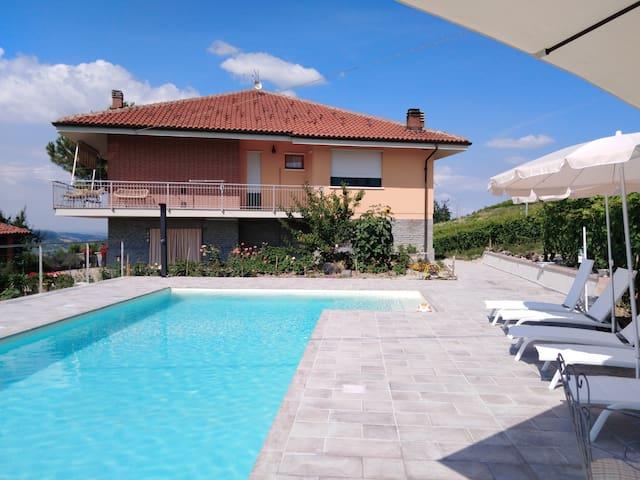 Casa  IL VOLO con piscina
