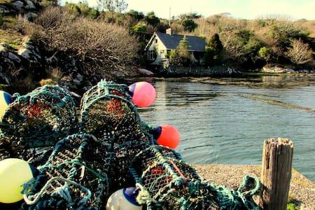 Dear little boathouse: hide-away at sea! - Eyeries
