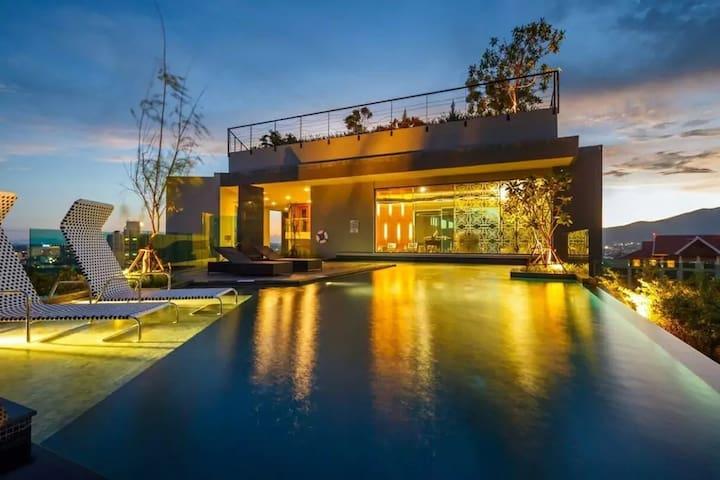 Astra 奢华体验360°顶楼无边泳池&坐享清迈全景/毗邻长康路夜市/古城/塔佩门