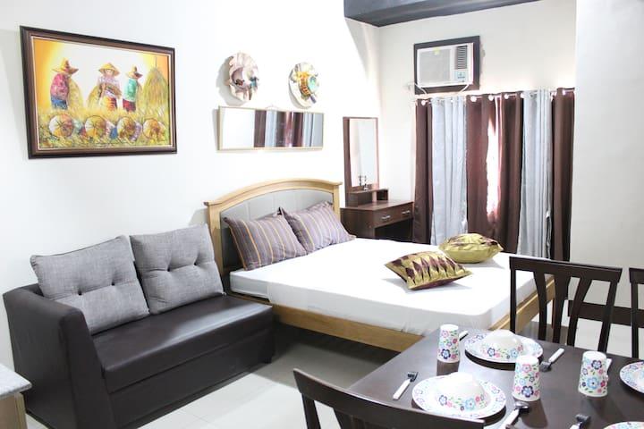 Filipinana Inspired Room Near SM City Cebu & Pier