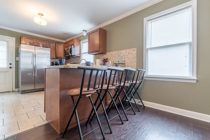 4 Bar stools to eat in kitchen.