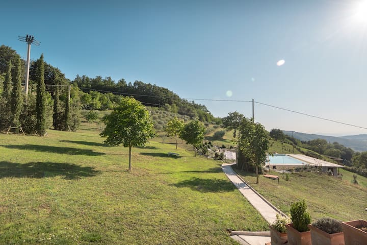 Apartment in the mountains with pool in Assisi