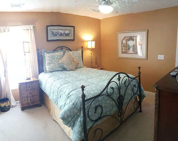 STUNNING 2 BEDROOM HOME SLEEPS 4 - Bluffton - Hus