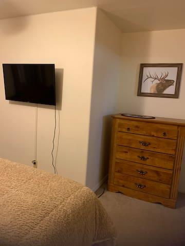 Master, Smart TV and dresser