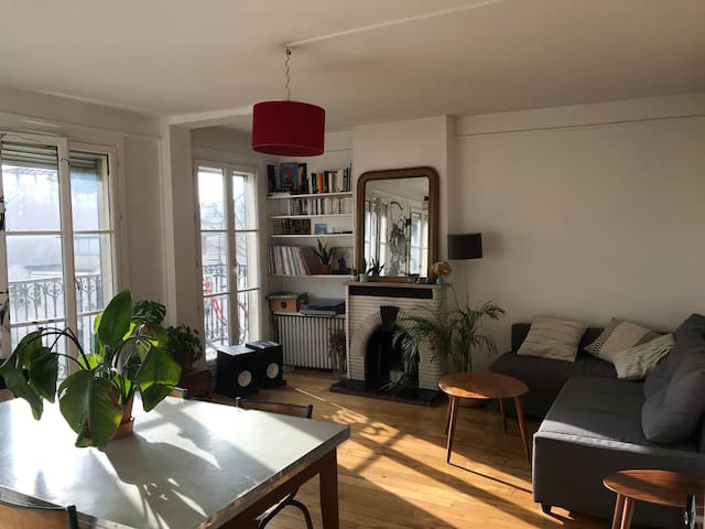 Charming Apartment Heart of Paris with balcony