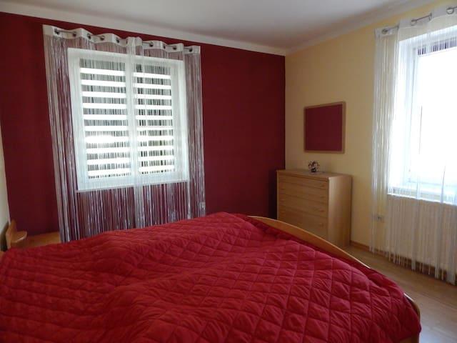 Schlafzimmer 1 - Bett 2 m x 2 m