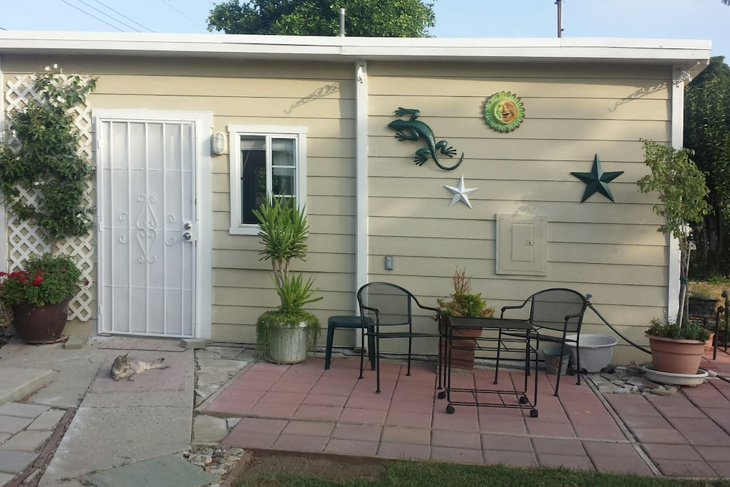 smallseparateguesthouseprivatequeensizenotkingsize guesthouses for rent in west covina. Black Bedroom Furniture Sets. Home Design Ideas