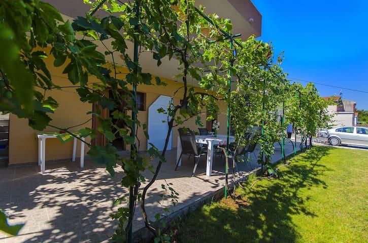 Studio Apartment, seaside in Okrug Donji (Ciovo), Terrace