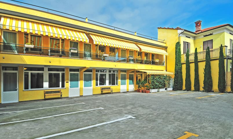 B&B Cipressi - Free Parking -  Historical Centre