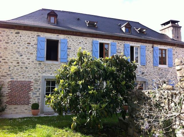 La Maison des Galets, les Pyrenées - Escou - Dom