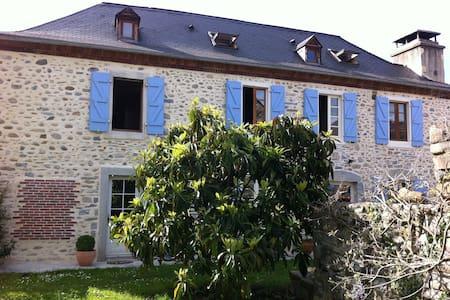 La Maison des Galets, les Pyrenées - Escou - Talo