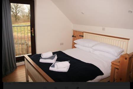 Comfortable Birmingham Home annex ,free parking !