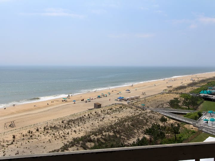 Sea Colony 9th floor condo w/ shared gym, basketball court, pool - ocean view!