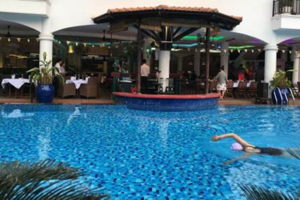 SWIMMING POOL WITH HEATER