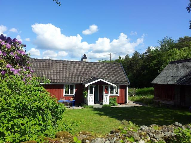 Swedish stuga without neighbours - Sölvesborg N - Blockhütte