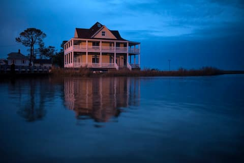 ISLAND TIME B & B (Entire House Only in 2020)