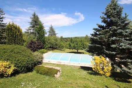 Annexe avec grand jardin, piscine et veranda - Caillac - Huvila
