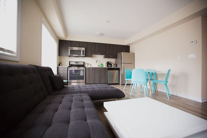 Beautiful 1 Bed 1 Bath Condo New - Collingwood - Apartment