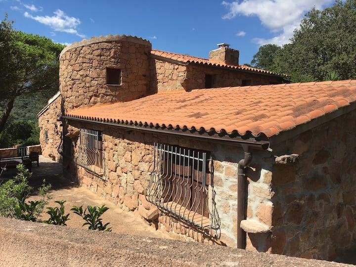 maison Corse avec mini villas et  piscine