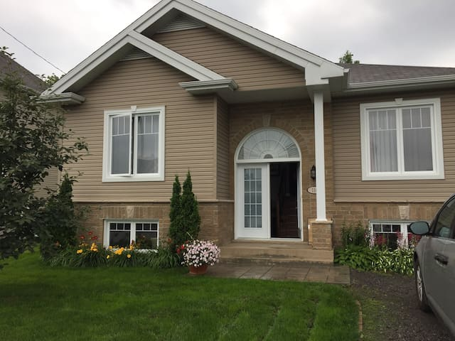 Close to both ski fields and downtown Quebec city!