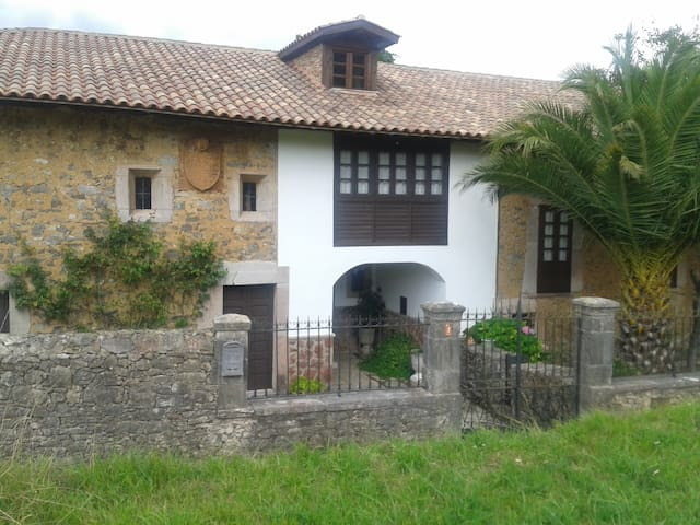 Casona Palacio - Santullano - Villa