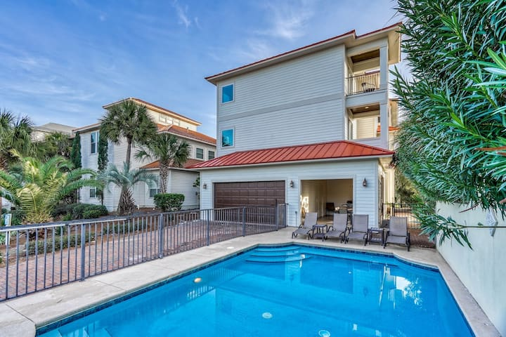 BANANA WIND: Water Views, 4 Kings, Elevator, Fireplace, Large Private Pool!
