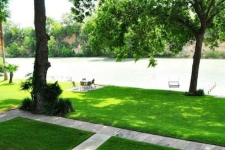 The Family Tradition River Home - New Braunfels