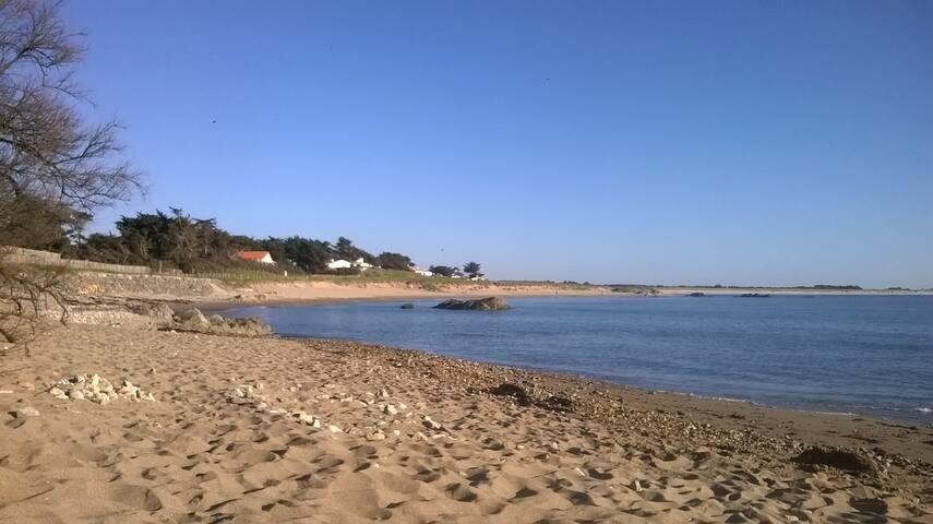 A 200 m de  La plage des Lutins- App avec jardin