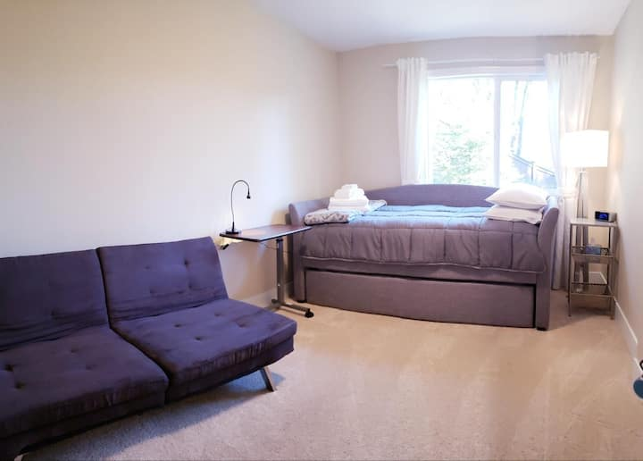 Upscale comfy room retreat nr Seattle and Bellevue