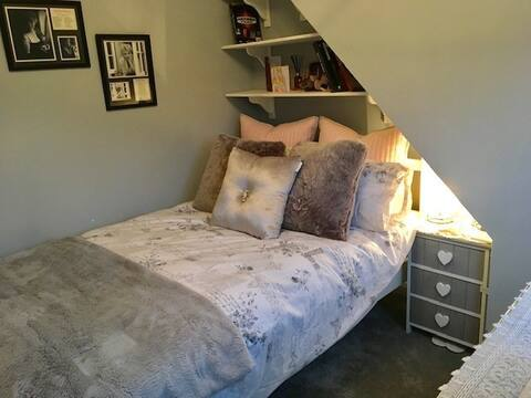 Double bedroom in Witney, Oxfordshire