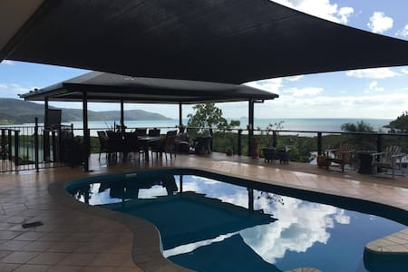 Whitsunday Sea views in our beautiful home. - Talo