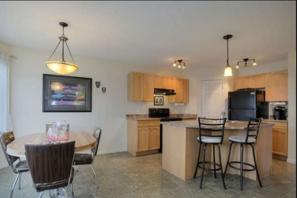 Private room terwillegar houses for rent in edmonton for Best private dining rooms edmonton