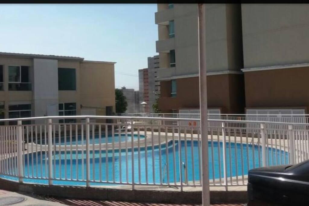 piscina para adultos y otra para niños ⛲