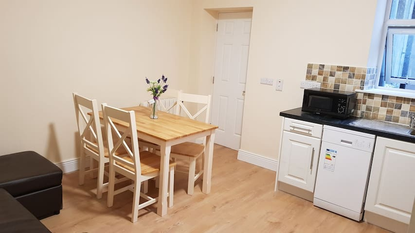 City centre  2 bed apartment .sleeps 6..apt 2