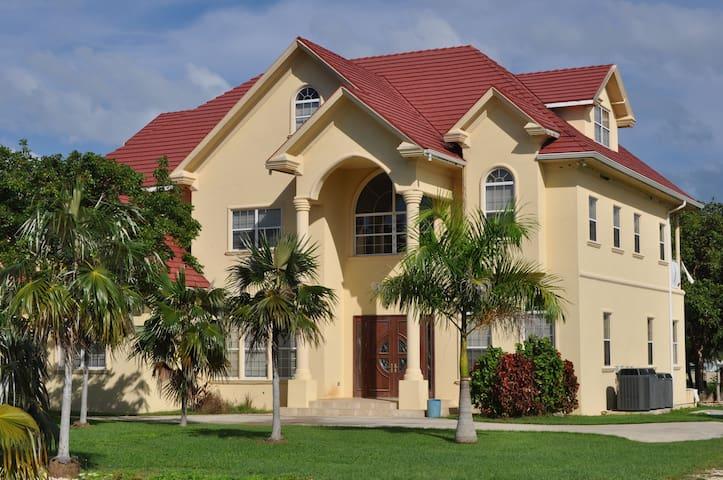 Executive Home near famous Seven Mile Beach w/Pool