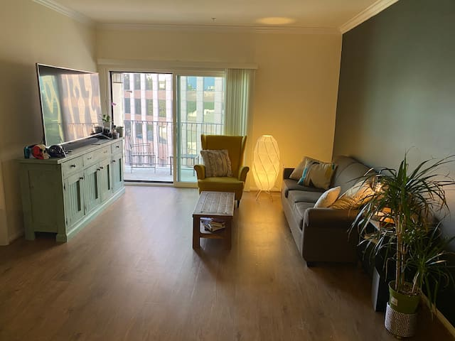 Comfy 2 bed 2 bath in downtown Los Angeles